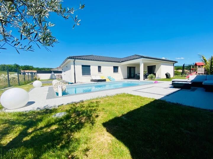 Villa contemporaine avec piscine, idéale familles