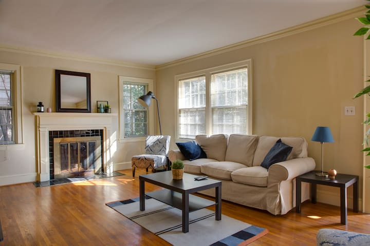 Charming Rustic 2BR Duplex in Dilworth w/ Parking