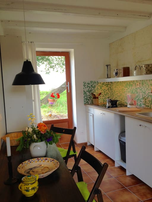 Kitchen  with door to the terrase