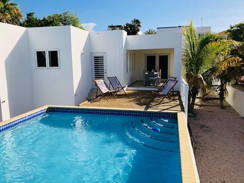 Luxurious Tropical Villa In Brakkeput Abou