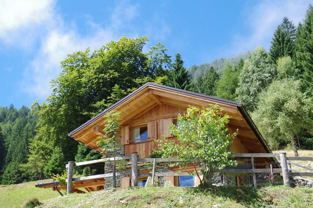 Baita al faggio chalet in affitto a casolera porchera for Kit da baita di 5 camere da letto