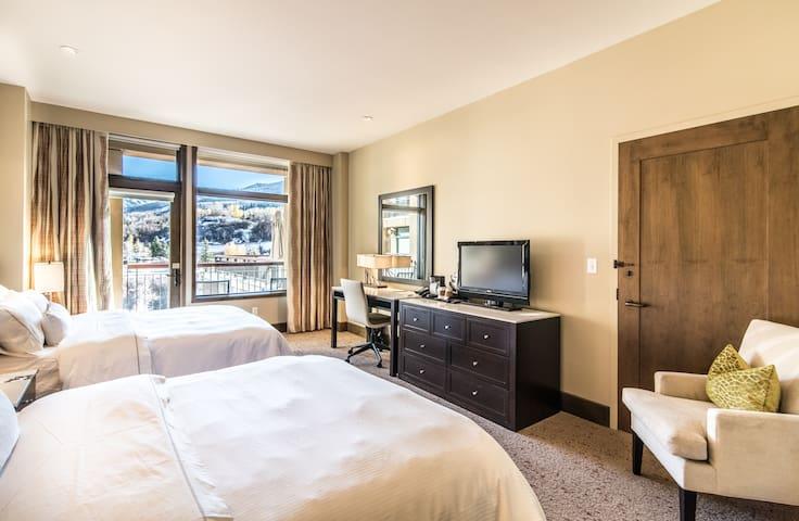 Luxe Resort Ski In/Out, Ski Valet, Hot Tub, Spa