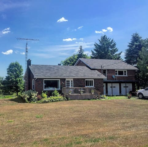 FULLY FURNISHED 4 bedroom home in Wilton