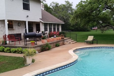 Centrally located in Dripping Springs with pool - Dripping Springs - Talo