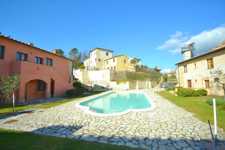 Confortable maison de vacances avec piscine à Gambassi Terme