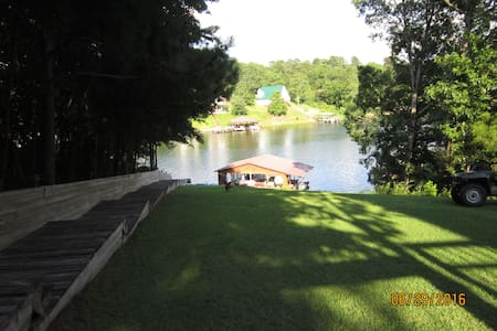 4 bedroom 3 full baths spacious home on lake tusc - Haus