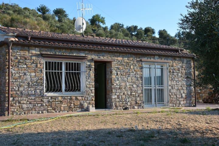 Casa rurale tra gli ulivi e il mare
