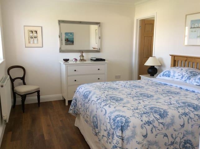 Modern boutique style guest suite - Norwich - Dom