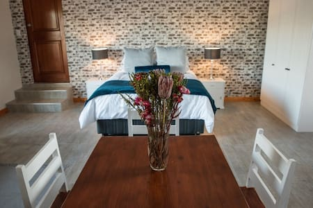 Sol Montis Guest Cottage