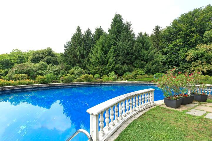 Lac Monate  Maggiore luxury house white
