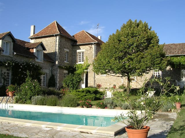 B&B dans maison de charme - Vouneuil-sur-Vienne - Bed & Breakfast