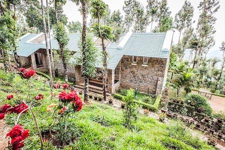 Stone Cottage in Munnar - Munnar
