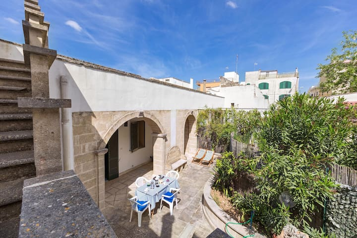 684 Two-bedroom Apartament in the Old center of Ug - Ugento - Huis
