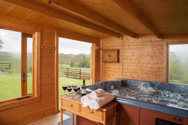 Bungalow Private Indoor Hot Tub Nr Brecon Penyfan