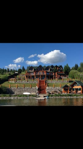 Spectacular log home on  Lac La Hache - Lac la Hache - Casa