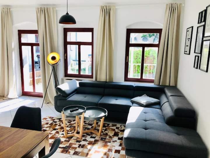 2 Raum Apartment mit kleiner Terrasse Zwinger Nähe