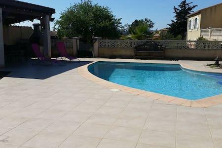 Chambre indépendante de 26m² avec accès piscine - Balaruc-les-Bains - Villa