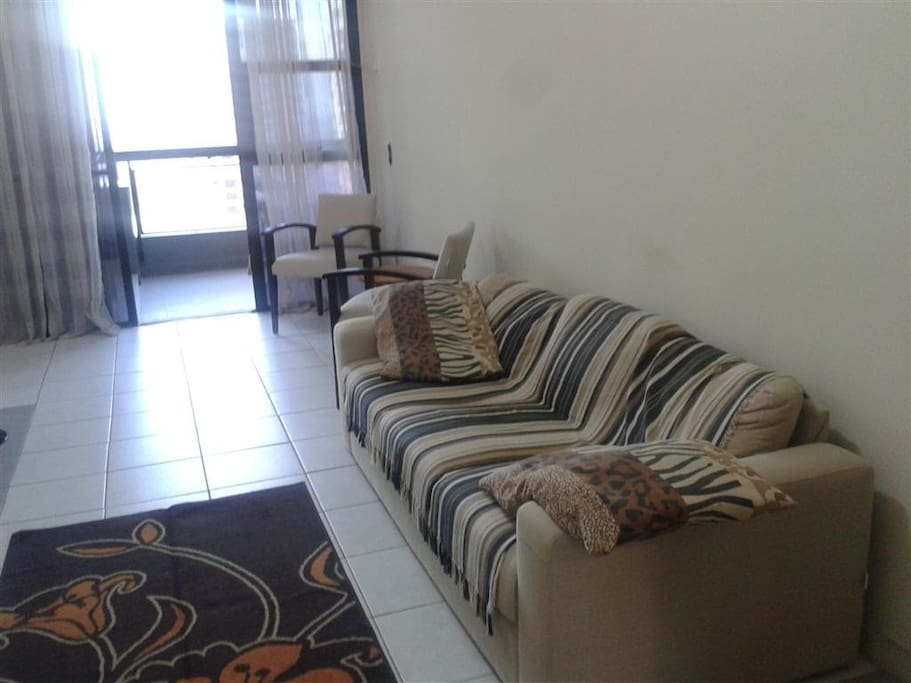 Sala com sofá / Living room with couch