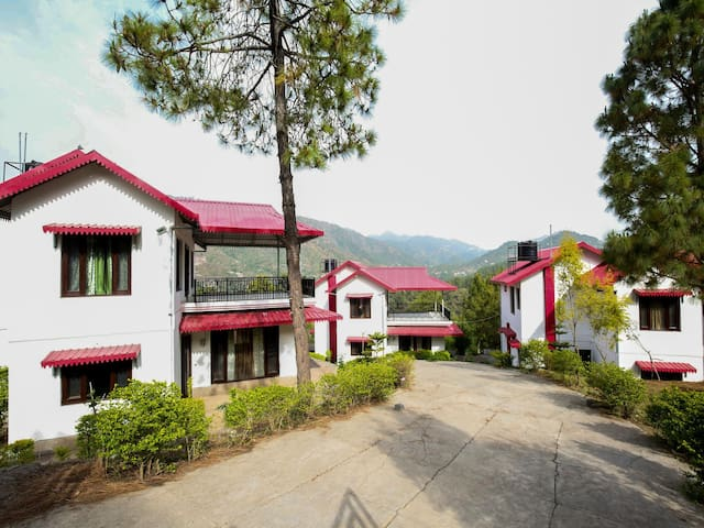 OYO - Hill-View Compact 3BHK Cottage in Kasauli