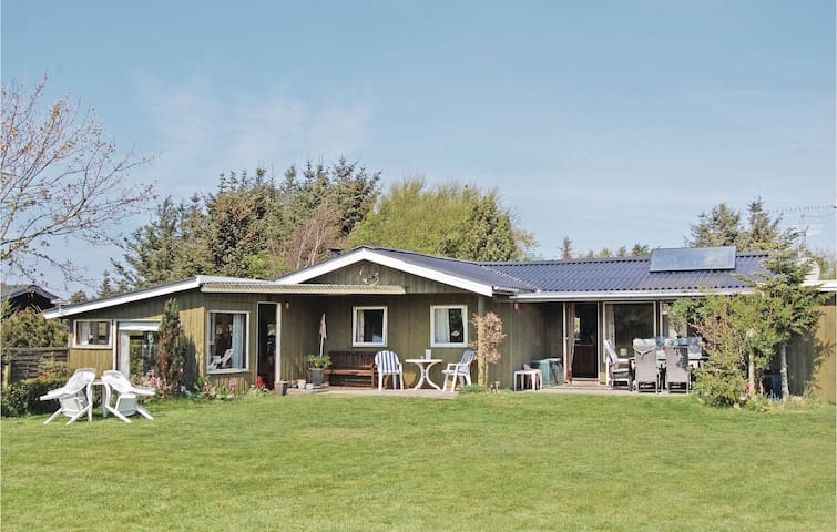 Holiday cottage with 3 bedrooms on 95 m² in Løkken