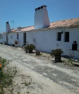 """""""Monte dos Cantos T2""""  Alentejano a 2 km da praia. - Vila"""