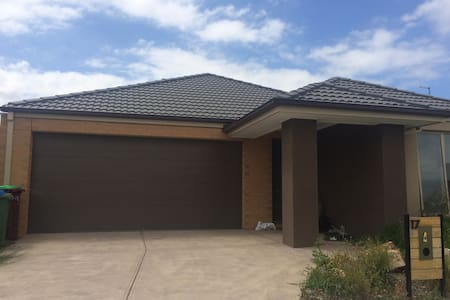 Quiet place - Cranbourne East - Casa
