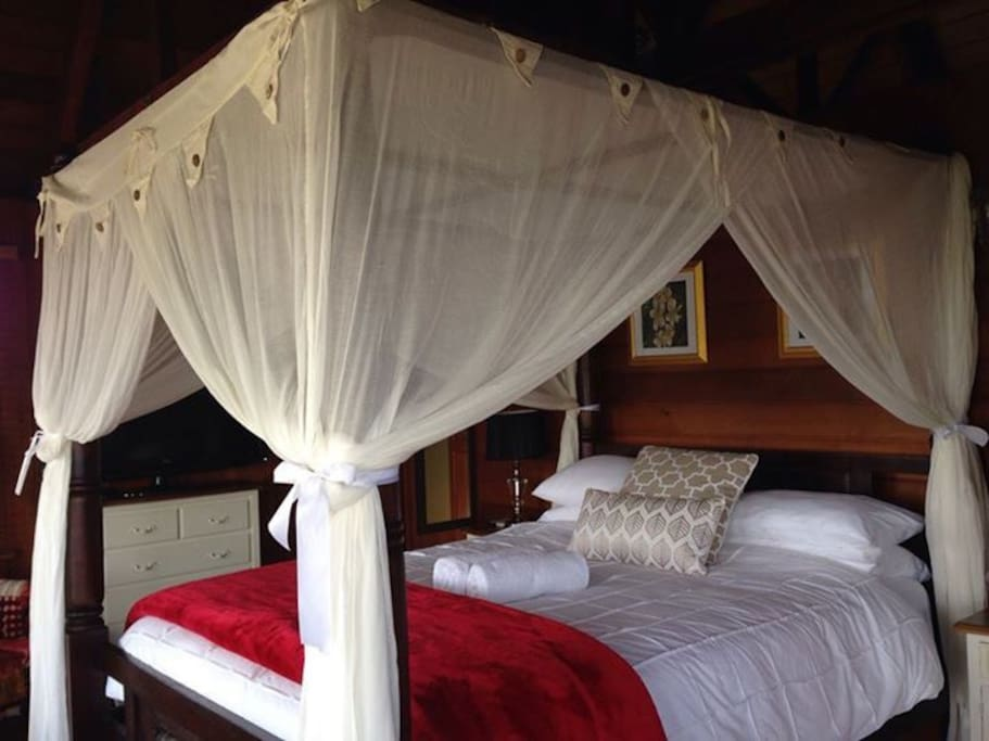 Luxury Bedroom w/ 4 post Balinese Bed
