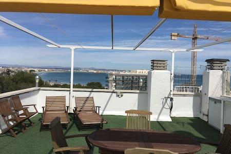 Apartamento con vistas al mar, parquing y wifi