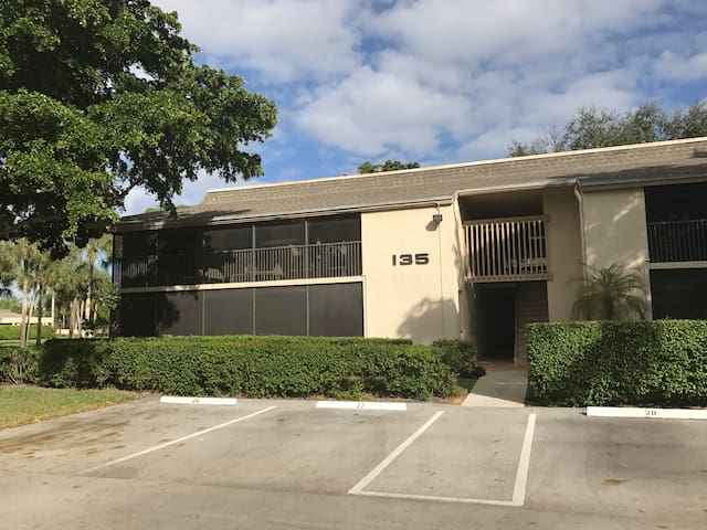 Deer Creek- Spacious 2 Bed in Great Gold Community - Deerfield Beach - Byt