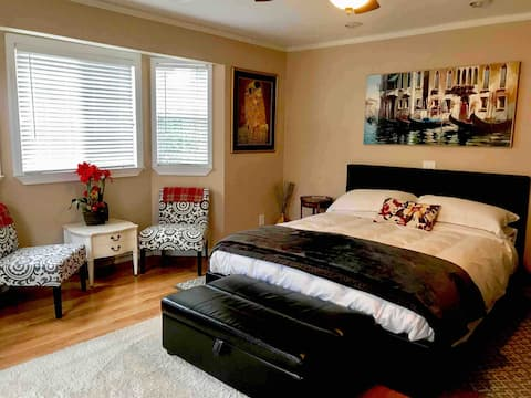 """Cozy,Quiet""""Home Away from Home"""".Entire Guest Suite"""