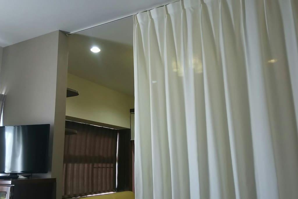 2階の寝室兼リビングルームです。敷き布団を5セット用意してあります。