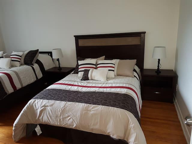 Walking distance to airport ,Room #3, 2 Beds