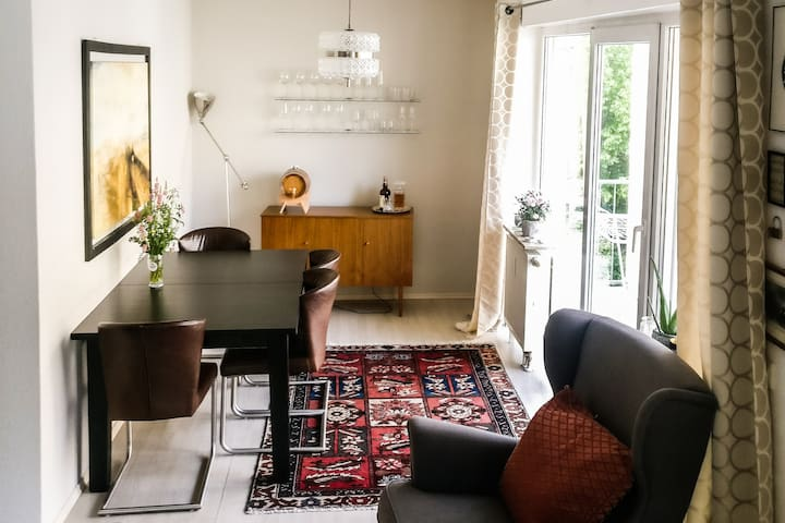 Chic, central city apartment (2 guests, 5 min Hbf)