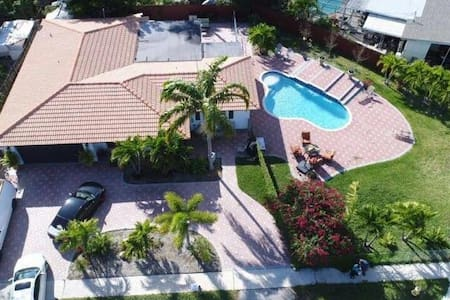 Relaxing Studio w/ Pool -10 Mins from FLL Airport