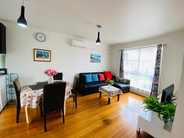 Charming & Private Unit Near Werribee Station