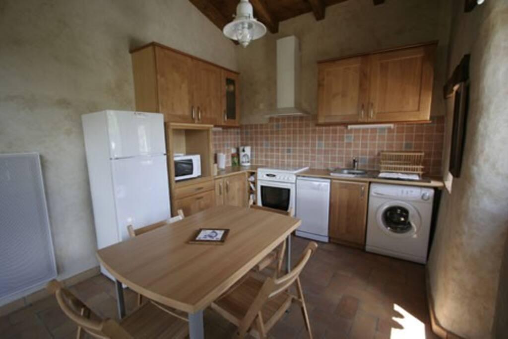 meubl calme dans maison de vigne vue sur viaduc maisons louer millau occitanie france. Black Bedroom Furniture Sets. Home Design Ideas