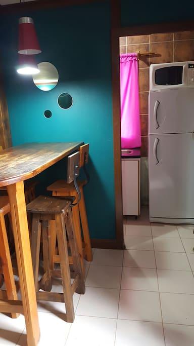 Vista zona comedor  y entrada a la cocina equipada