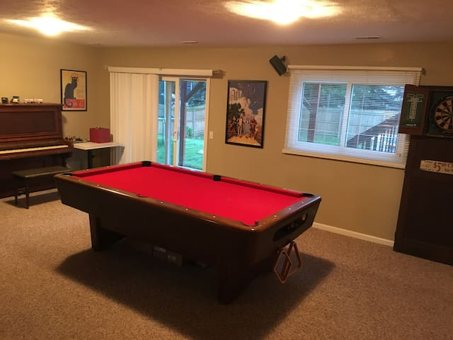 Private Lower Level of Grandville House (sleeps 3) - Grandville