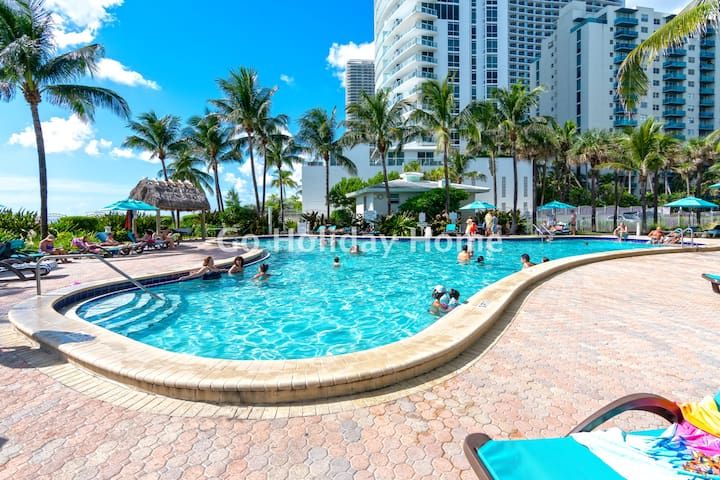 Ocean front, full equiped, pool and parking