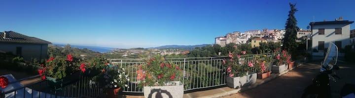 Casa Franca : Ampio terrazzo con vista mare