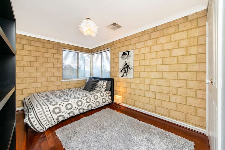Spacious Townhouse in ideal location