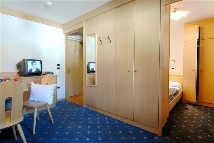 Apartment with small bedroom 50 m from lifts - Canazei - Apartamento