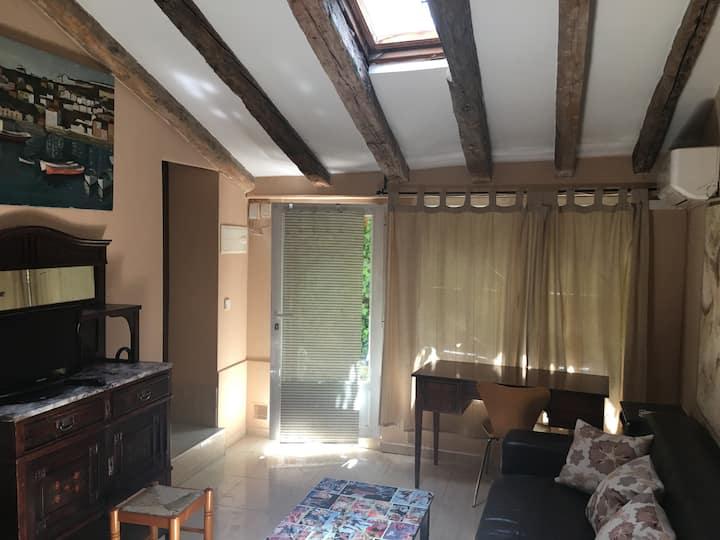 Coqueta Casa con jardín, wifi, air acond-La Latina