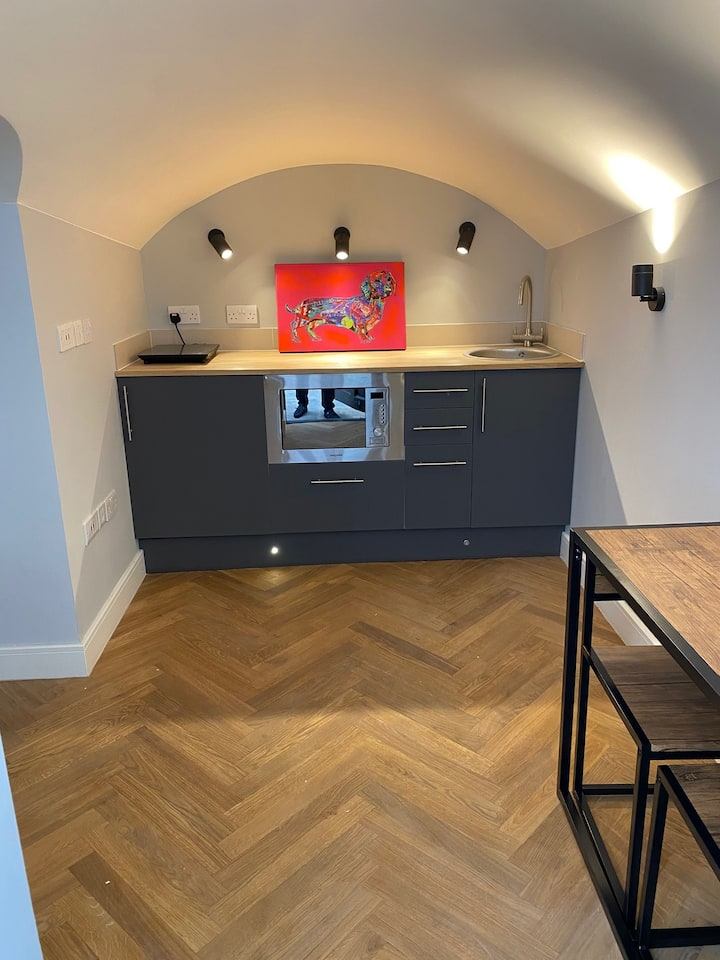 Newly Refurbished Flat With Patio. By Hyde Park