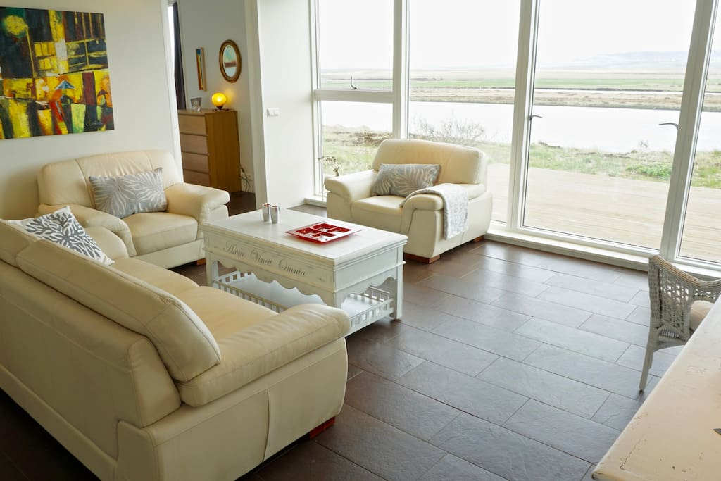 Living Room with a spectacular view over Hvítá river