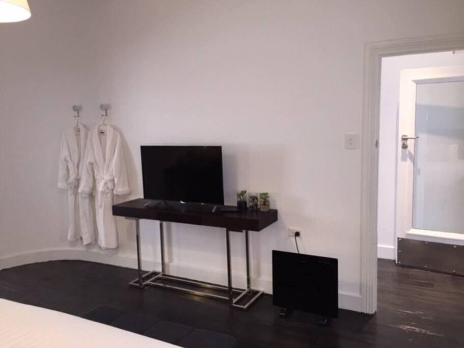 Main Bedroom,smart TV