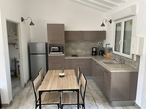 31m2 fully-equipped studio with small garden