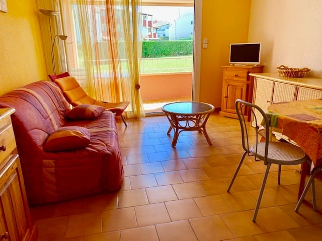 SPACIEUX STUDIO CAB FOR 4 PERSONS IN RESIDENCE WITH SWIMMING POOL, 20M FROM THE SEA - CAP D'AGDE - ref: IG 245E