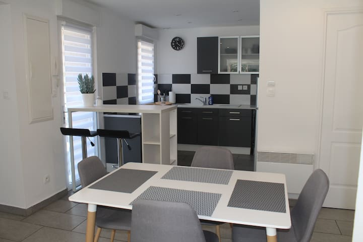 Completely renovated quiet 70m² house & parking