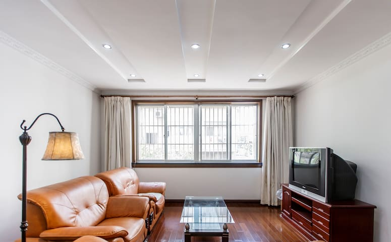 Large Flat in Center Taicang City w/ Everything